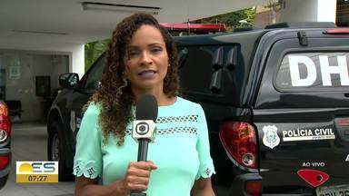 Casal é morto a tiros na rua de casa, na Serra - Segundo testemunhas, homens de moto passaram atirando.