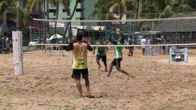 Praia de Pajuçara sedia torneio diferente de vôlei de praia - Competição conta com jogadores com altura máxima de 1.80m