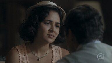 Isabel pede para Felício esperar para falar com Lola - Ela diz que Lola está com o coração apertado e precisam encontrar o melhor momento