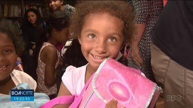 Crianças carentes receberam doações de material escolar - Projeto Social de Curitiba pretende doar material escolar para 1000 crianças em 2020.