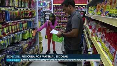 Ponta-grossense aproveita o sábado para adiantar as compras de material escolar - Sábado foi dia de lojas cheias de pais procurando ofertas.