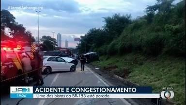 Acidente de trânsito deixa uma adolescente morta na BR-153, em Goiânia - Outros ocupantes do carro foram levados para um hospital.
