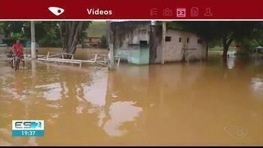 Quase 90 pessoas estão fora de casa em Anchieta por causa de forte chuva, no ES - Seis pessoas morreram em todo o Estado por causa de temporal.