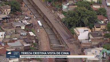 Avenida Tereza Cristina tem asfalto destruído após enchente do Ribeirão Arrudas, em BH - Moradores da região protestam por recorrência de enchentes no trecho.