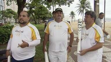 Encontro reúne condutores da tocha olímpica dos Jogos de 2016 em Santos - Pessoas de várias cidades do Brasil compartilharam a emoção sentida nesse momento único, há quatro anos.