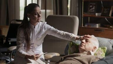 Alberto disfarça sua febre para Leila - Marcos e Paloma se preocupam com ele