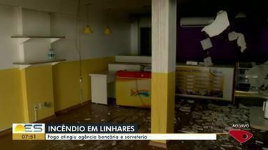 Fogo atinge agência bancária e sorveteria em Linhares, ES - Incêndio aconteceu nesta terça-feira (21).