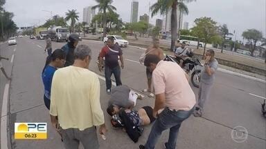 Tentativa de assalto deixa motociclista ferida na Avenida Agamenon Magalhães, no Recife - Ocorrência foi registrada na manhã desta sexta-feira (24).