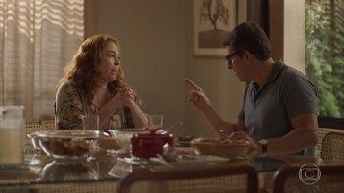Matias e Miranda não conseguem se entender - Casal discute durante refeição