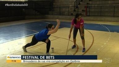 Brincadeira de rua vira competição em Goiânia - Festival de Bets anima a garotada no Sesc Falçalville. Crianças acima de 10 anos podem participar.