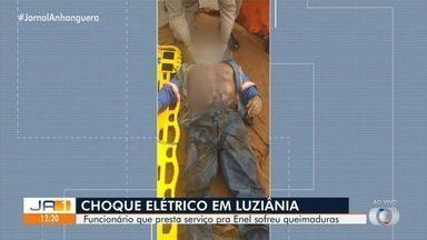 Funcionário que preseta serviço para Enel leva choque em subestação de Luziânia - Ele foi atingido por descarga elétrica enquanto realizava manutenção. Ele teve queimaduras.