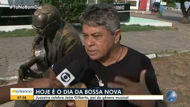 No dia da Bossa Nova, cantor juazeirense homenageia João Gilberto, pai do gênero - Juazeiro é a cidade onde os dois cantores nasceram, confira.