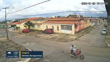 Bandidos assaltam duas meninas em Taguatinga - O assalto foi na QNM 36. Os bandidos chegaram de moto e levaram os celulares das vítimas.