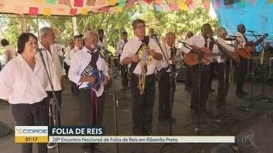 Encontro Nacional de Folia de Reis reúne 25 companhias em praça de Ribeirão Preto - Grupos entoaram canções e rezas durante todo o domingo (26) na Vila Virgínia.