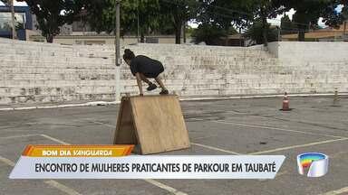 Parkour vira moda entre meninas em Taubaté - Esporte envolve saltar, correr e dar cambalhotas.