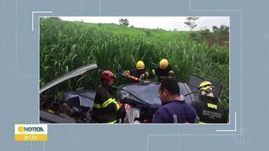 Duas pessoas ficam feridas após acidente na MGC-135, em Montes Claros - Condutor de um dos veículos contou que perdeu o controle após falha mecânica; no carro atingido havia um casal, que ficou ferido e foi resgatado pelos bombeiros.