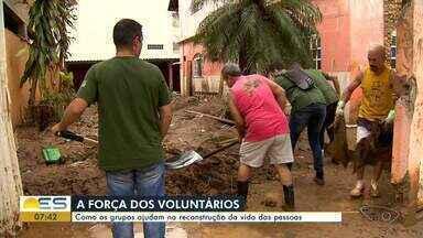A força dos voluntários: grupos ajudam na reconstrução da vida das vítimas da chuva no ES - Pessoas de várias regiões têm ido para as cidades do Sul ajudar na limpeza e também gente que fez doações de dinheiro, de comida e de produtos.