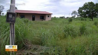 Mato alto deixa moradores com medo no setor Campinas, em Luzimangues - Mato alto deixa moradores com medo no setor Campinas, em Luzimangues
