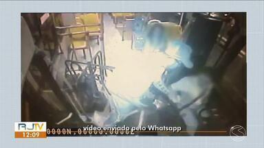 Cinco assaltos a ônibus são registrados em duas semanas em Resende - Suspeito ameaçou motoristas dizendo estar armado e levou dinheiro das passagens.