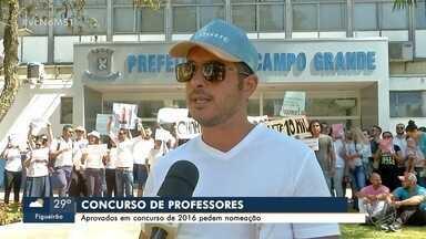 Aprovados em concurso de professores da Prefeitura protestam porque não foram chamados - Município diz que chamou além do número de vagas previstas no edital