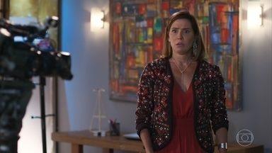 Alexia faz teste para novela e encontra Petra - Ela acusa sua irmã de dar em cima de diretor para ganhar papel em novela