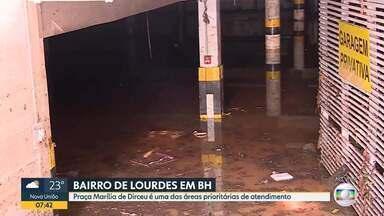 Equipe voltou até a garagem do prédio que ficou cheia de água durante o temporal em BH - O local fica no bairro de Lourdes e funciona um banco. Segundo o gerente, o estacionamento estava vazio, mais de 120 mil litros de água já foram retirados.