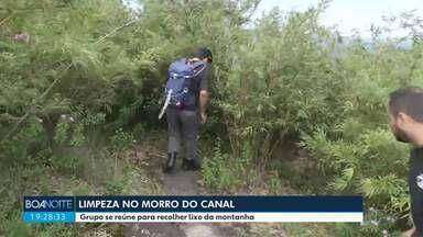 Grupo de voluntários faz limpeza no Morro do Canal - Foram recolhidos vários sacos cheios de lixo.