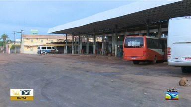 Após reportagem, problema é resolvido na rodoviária de Santa Inês - Semana passada o pátio do Terminal Rodoviário da cidade estava cheio de buracos e lama.