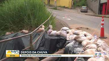 Chuva destrói parte de ponte no bairro Estrela Dalva, na Região Oeste de Belo Horizonte - Passagem de pedestres e guarda-corpo foram levados pela enxurrada,