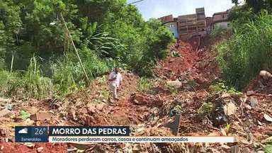 Moradores do Morro das Pedras, na Região Oeste de BH, tentam retomar vida após temporal - Um deslizamento de terra atingiu e destruiu sete carros na Rua Braz.