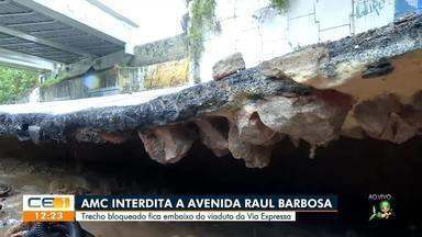 Forte chuva danifica estrutura de viaduto, via é interditada em Fortaleza - Fortaleza tem chuva desde a madrugada; ruas ficaram alagadas, e moradores sofrem transtornos.