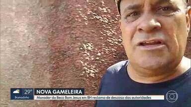 Morador denuncia descaso das autoridades no Beco Bom Jesus no bairro Nova Gameleira em BH - Ele disse que comunidade está com medo e Cemig precisa repor um poste que ameaça cair.