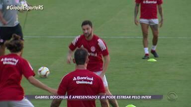Gabriel Boschilia é apresentado, treina e já pode estrear pelo Inter no sábado - Assista ao vídeo.