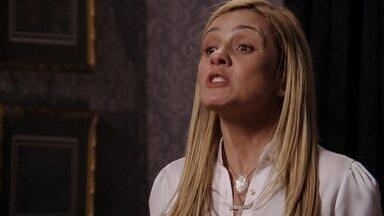 Nina tenta se explicar para Carminha - Carminha fica furiosa por ter visto Nina e Betânia juntas