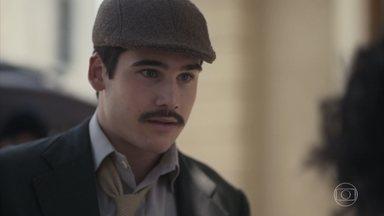 Inês encontra Alfredo - Ele a vê passeando na praça e decide fazer-lhe companhia