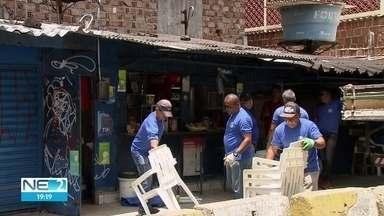 Área de prédio abandonado é interditada por causa de riscos, no Centro do Recife - Ação foi realizada pela Defesa Civil municipal, nesta sexta-feira (31)