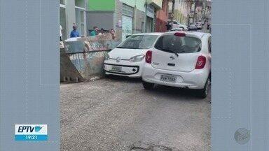 Carro bate em outro veículo e em caçamba em Pouso Alegre (MG) - Carro bate em outro veículo e em caçamba em Pouso Alegre (MG)