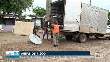 Famílias são retiradas de áreas de risco em São Luís - Nesta sexta (31), 15 famílias foram remanejadas para um residencial do programa Minha Casa, Minha Vida.