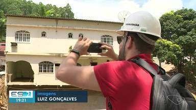 Engenheiros voluntários e Defesa Civil avaliaram as construções em risco em Iconha, no ES - Eles irão elaborar um relatório.