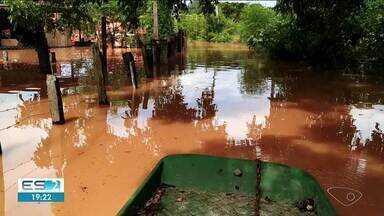 Moradores do bairro Olaria, em Linhares, ES, começam a retornar para suas casas - Eles precisaram deixar suas casas em função da enchente