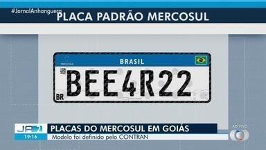 Novo modelo de placas Mercosul começa a valer em Goiás - Mudança só é obrigatória para primeiro emplacamento, mudança de cidade ou estado e furto ou dano. Segundo Detran-GO, valores do serviço seguirão os mesmos.