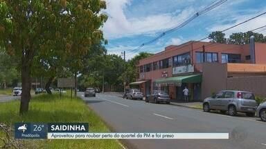 Dupla armada é presa ao tentar assaltar empresa em frente à PM em Ribeirão Preto - Funcionário atrasado flagrou assalto, tirou as chaves das motos dos ladrões e acionou a polícia. Sem conseguir fugir, ladrões voltaram ao interior da loja para perguntar e acabaram presos.