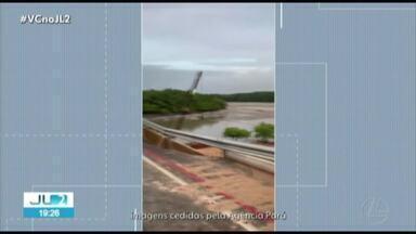 Cratera se forma na ponte recém-inaugurada sobre rio Sampaio em Salinópolis - Imagens mostram que o asfalto cedeu no acostamento.