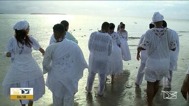 """Devotos prestam homenagem a Iemanjá em São Luís - Iemanjá, também conhecida como """"Rainha do Mar"""" é um orixá africano feminino, e faz parte da religião do candomblé e de outras religiões afro-brasileiras."""