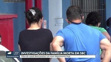 Mulher suspeita de matar a família em São Bernardo presta novo depoimento - Ana Flávia Gonçalves deve ajudar a tirar dúvidas dos investigadores. Ela está presa com a companheira Carina Ramos desde a semana passada.