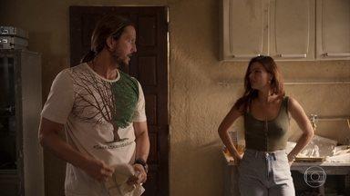 Davi inicia seu protesto e Betina se preocupa - Vitória sofre com a decisão do ex-namorado. Os alunos de Camila decidem apoiar Davi