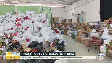 Desabrigados de Raposos precisam de kits de higiene, roupa de cama e álcool em gel - Em Belo Horizonte, um ponto da Cruz Vermelha recebe donativos para as vítimas da chuva. Doações serão distribuídas pelo estado.