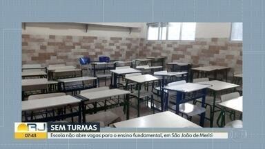 Pais estão preocupados com falta de vagas no ensino fundamental, em São João de Meriti - Segundo os pais, escola está nova e tem salas ociosas