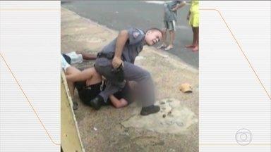 Policial agride grávida durante abordagem em São José do Rio Preto (SP) - O militar chegou a pressionar a barriga da mulher com a perna, enquanto pessoas pediam que ele parasse com as agressões. Polícia Militar abriu uma investigação sobre o caso e afastou das ruas os dois PMs que participaram da ocorrência.