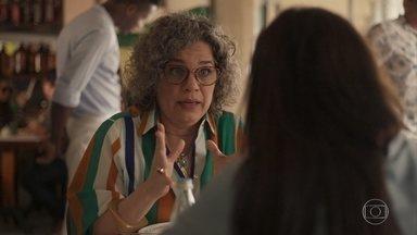 Jane tenta alertar Thelma para os riscos da barriga solidária - Por causa do aneurisma, médica não aconselha a amiga a gerar o filho de Danilo e Camila